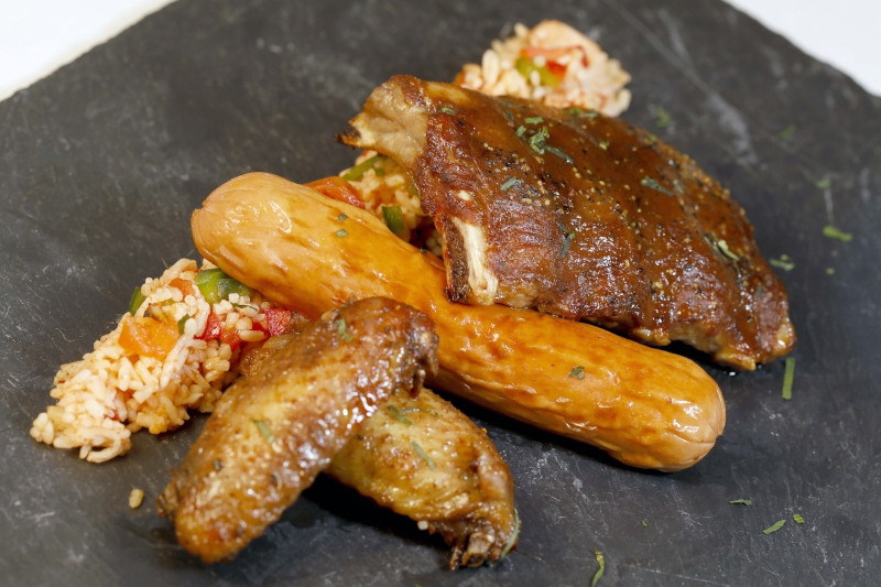 USA - American Mixed Grill with Jambalaya (BBQ Ribs, Chicken Wings & Cervelat Sausage) $70