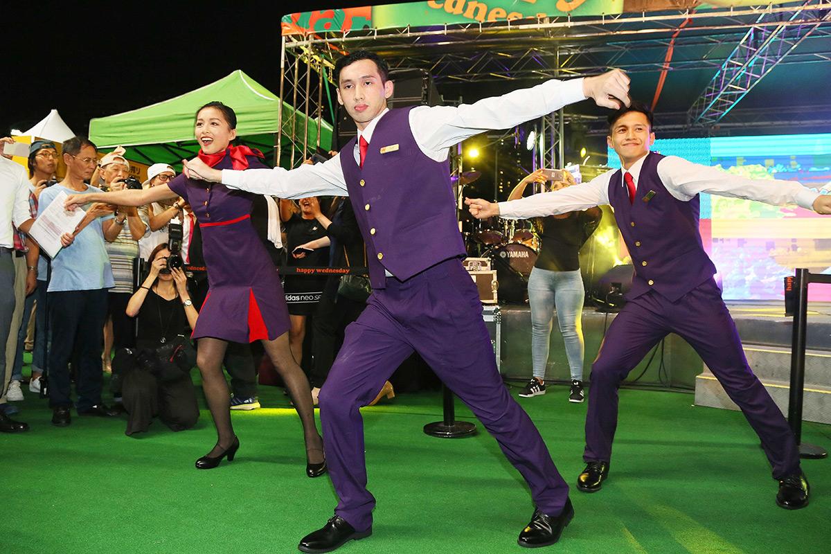 Happy Wednesday's Back 派對同夜於跑馬地開鑼,為馬迷帶來刺激賽事、現場音樂表演及連串精彩活動。派對在9 月13日將延續歡樂氣氛。
