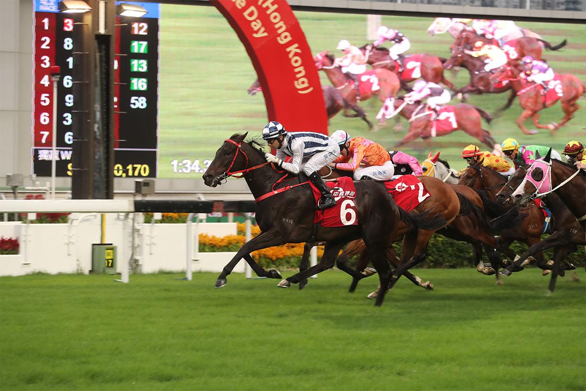 「中銀理財」馬會一哩錦標今日於沙田馬場舉行,由沈集成 訓練的「四季旺」(6號馬),於莫雷拉胯下率先衝過終點並勝出此賽。