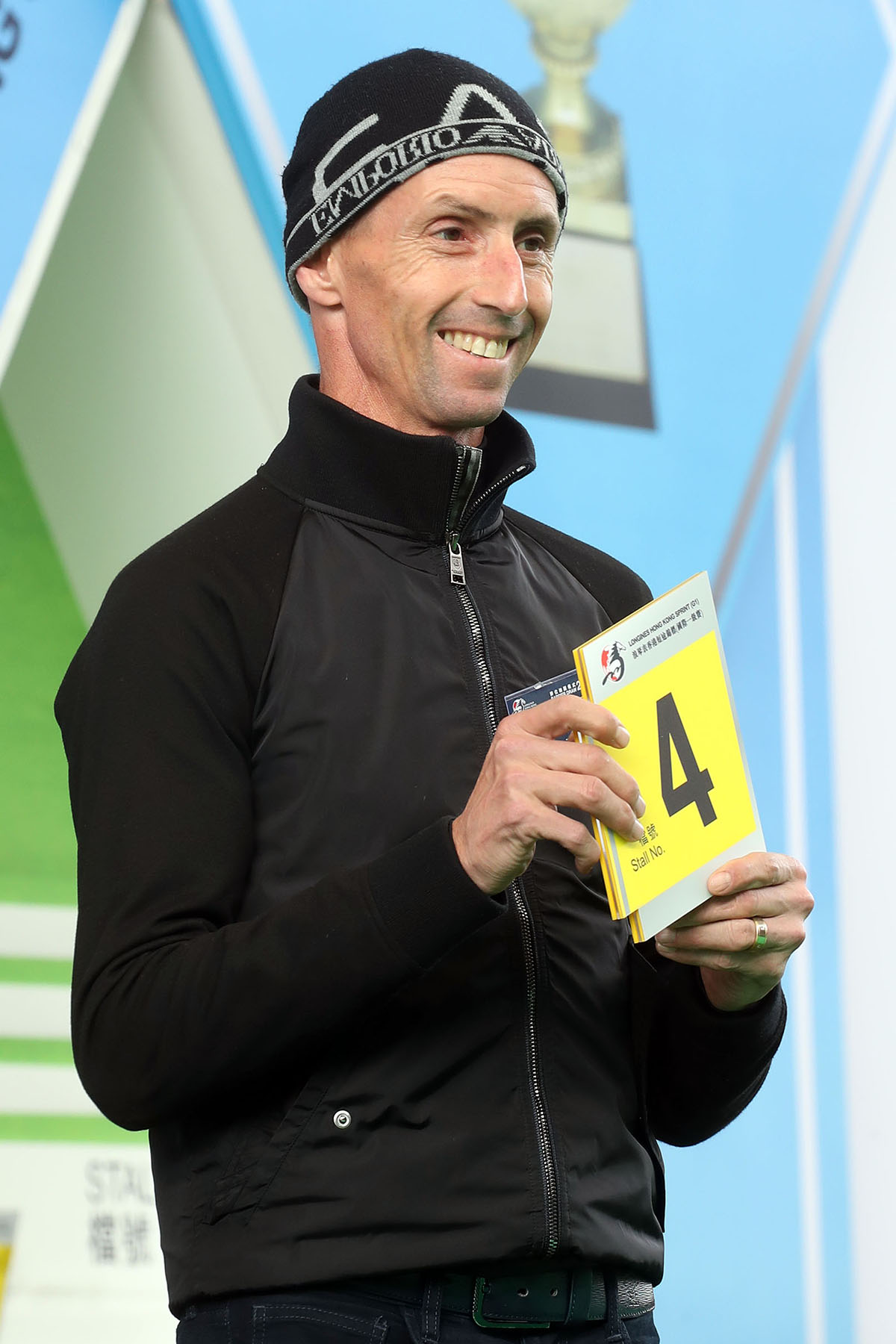 浪琴表香港短途錦標 – 騎師羅理雅為其坐騎「紅衣醒神」抽得第4檔。