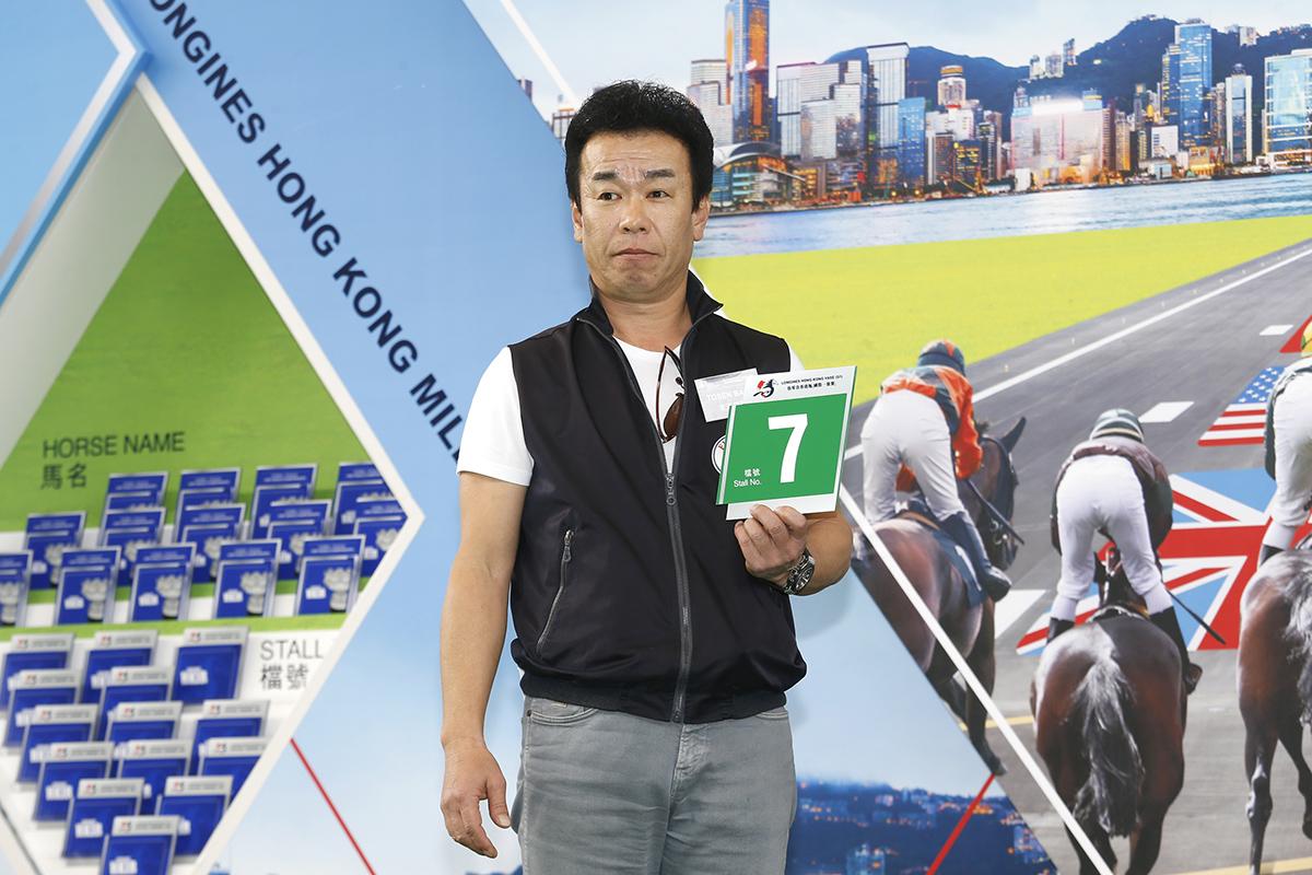 浪琴表香港瓶 – 練馬師藤原英昭為其戰馬「東瀛羅勒」抽得第7檔。