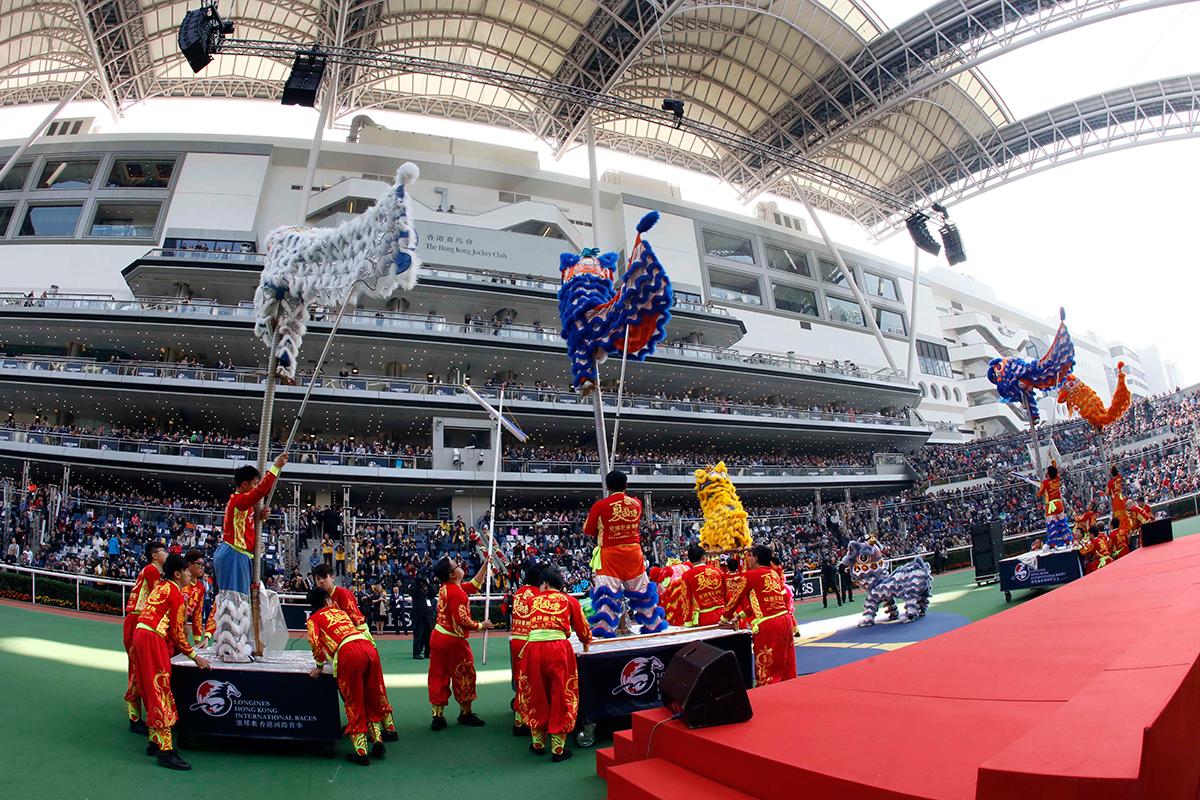 精彩的體操及醒獅表演為浪琴表香港國際賽事揭開序幕。