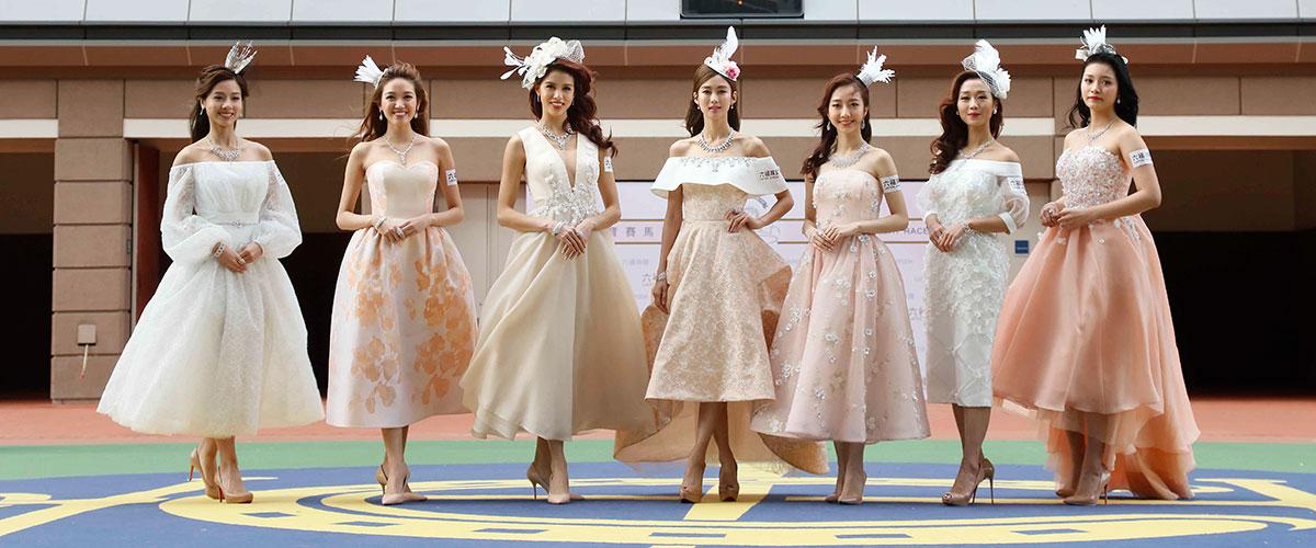 岑麗香及應屆香港小姐於馬匹亮相圈閃耀登場,演繹六福珠寶一系列設計時尚閃爍的鑽石首飾。