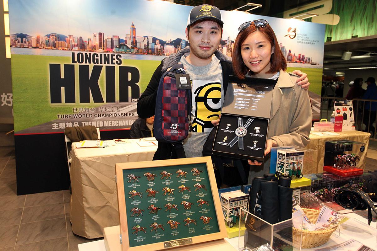 一系列浪琴表香港國際賽事主題精品於大賽日在沙田馬場公開發售。