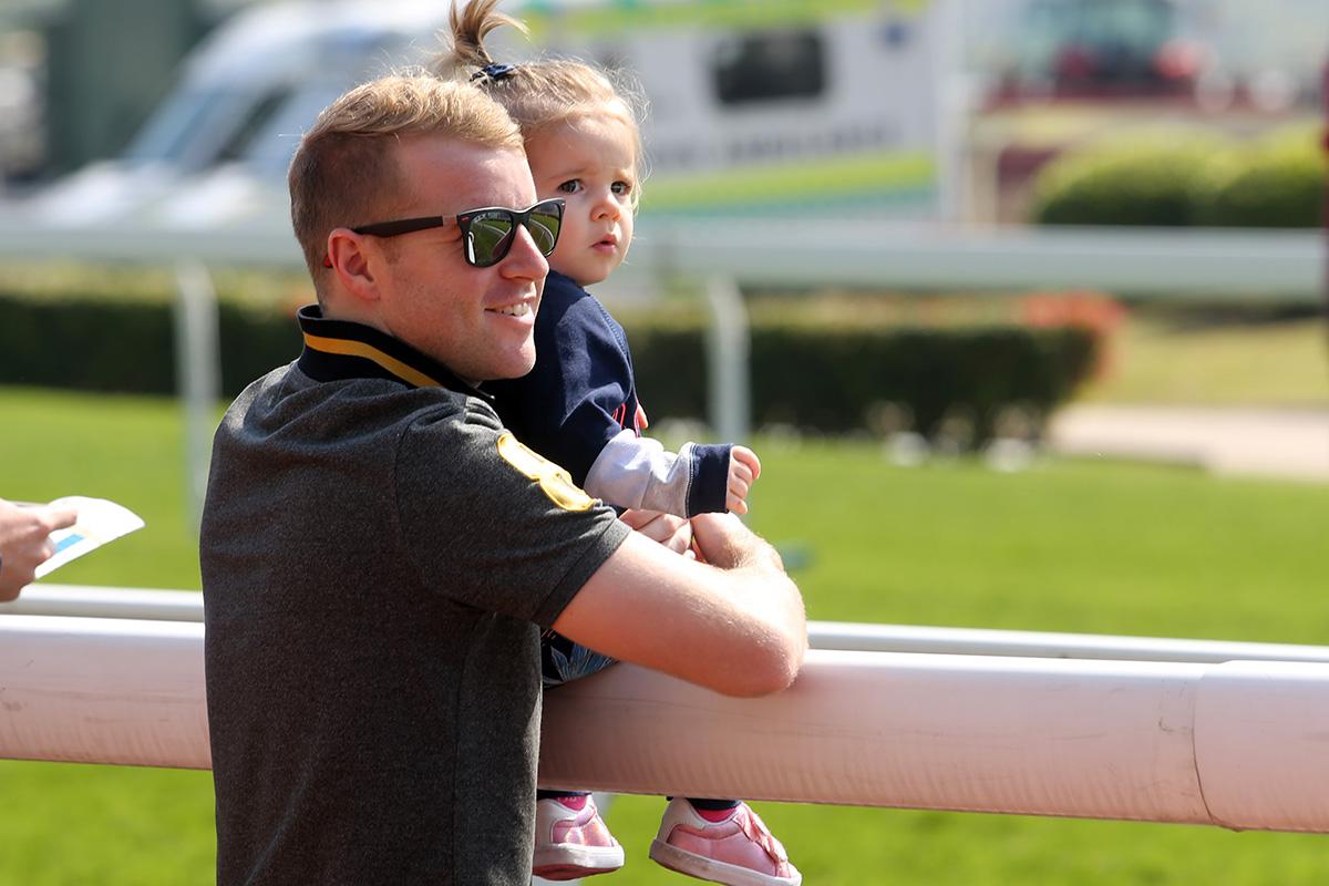 今晨的拍賣馬匹試跑示範吸引了一眾馬主、練馬師、騎師及其他來賓到場觀看。