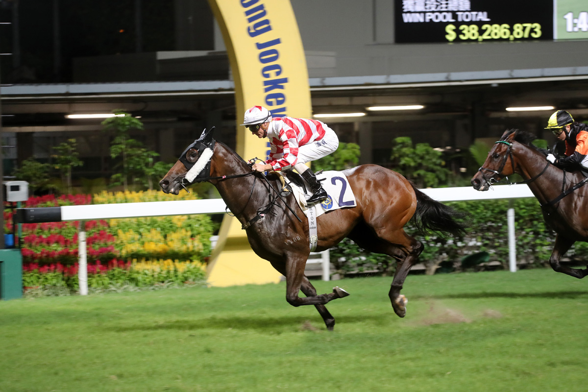 Dr Listening scores his fourth career win after stepping up to 1800m at Happy Valley late last season.