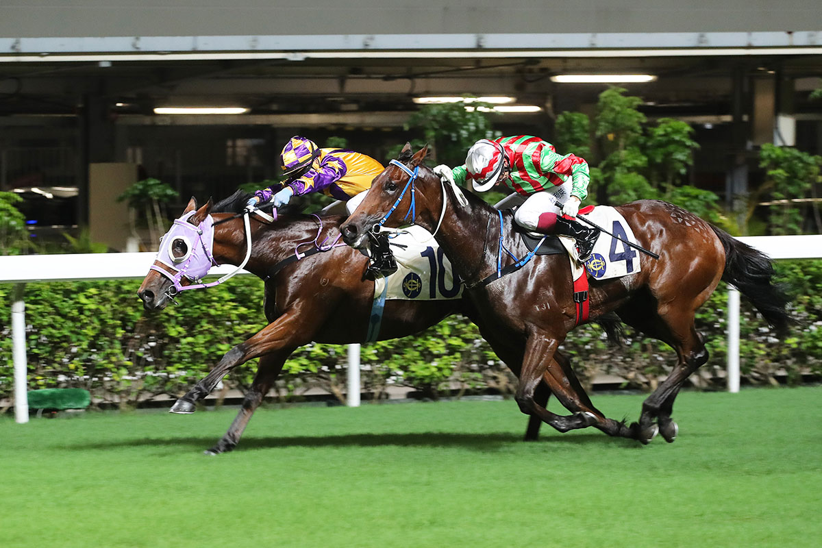 Matthew Poon drives Catchmeifyoucan (10) to success for trainer Chris So in Happy Valley's first race of 2017/18.