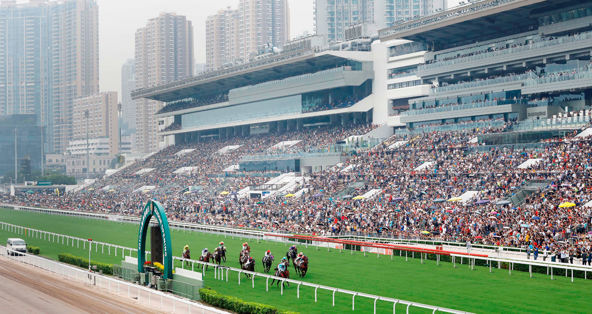 Racing fans flock to the Sha Tin Racecourse for the thrilling racing action and festivities today.