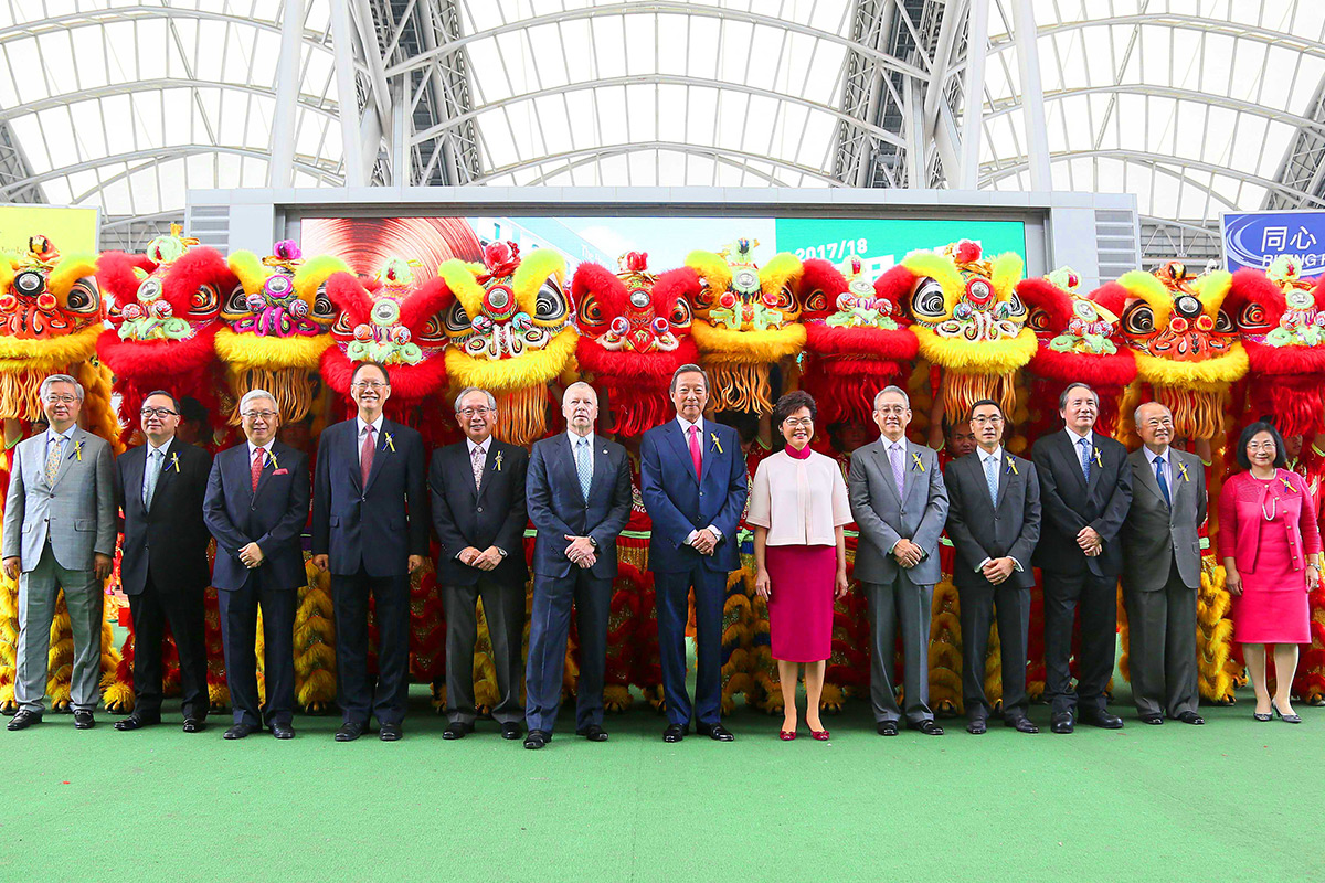 HKSAR Chief Executive, The Hon. Mrs. Carrie Lam Cheng Yuet-ngor; HKJC Chairman Dr. Simon Ip; CEO Mr. Winfried Engelbrecht-Bresges (6th from left) and Stewards pose for a group photo at the opening ceremony.
