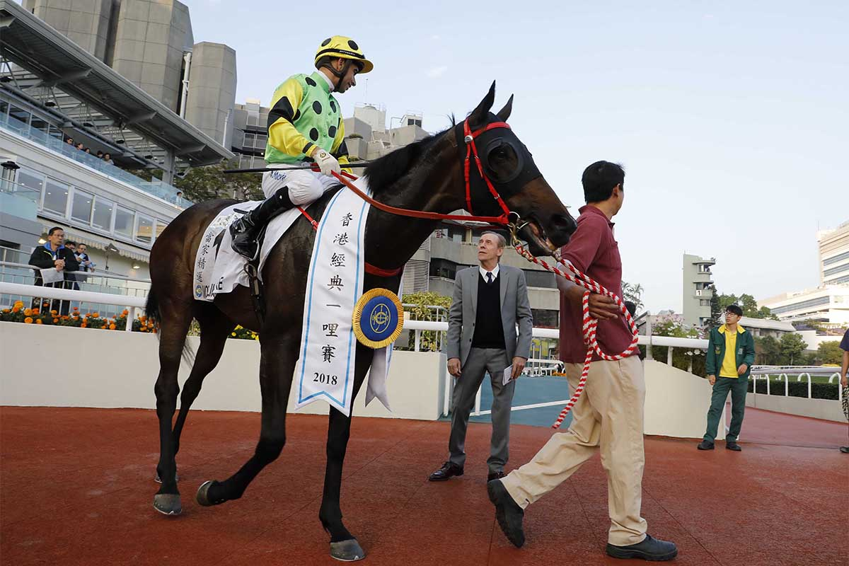 Trainer John Size gets a debrief from jockey Joao Moreira after the Hong Kong Classic Mile win of Nothingilikemore.