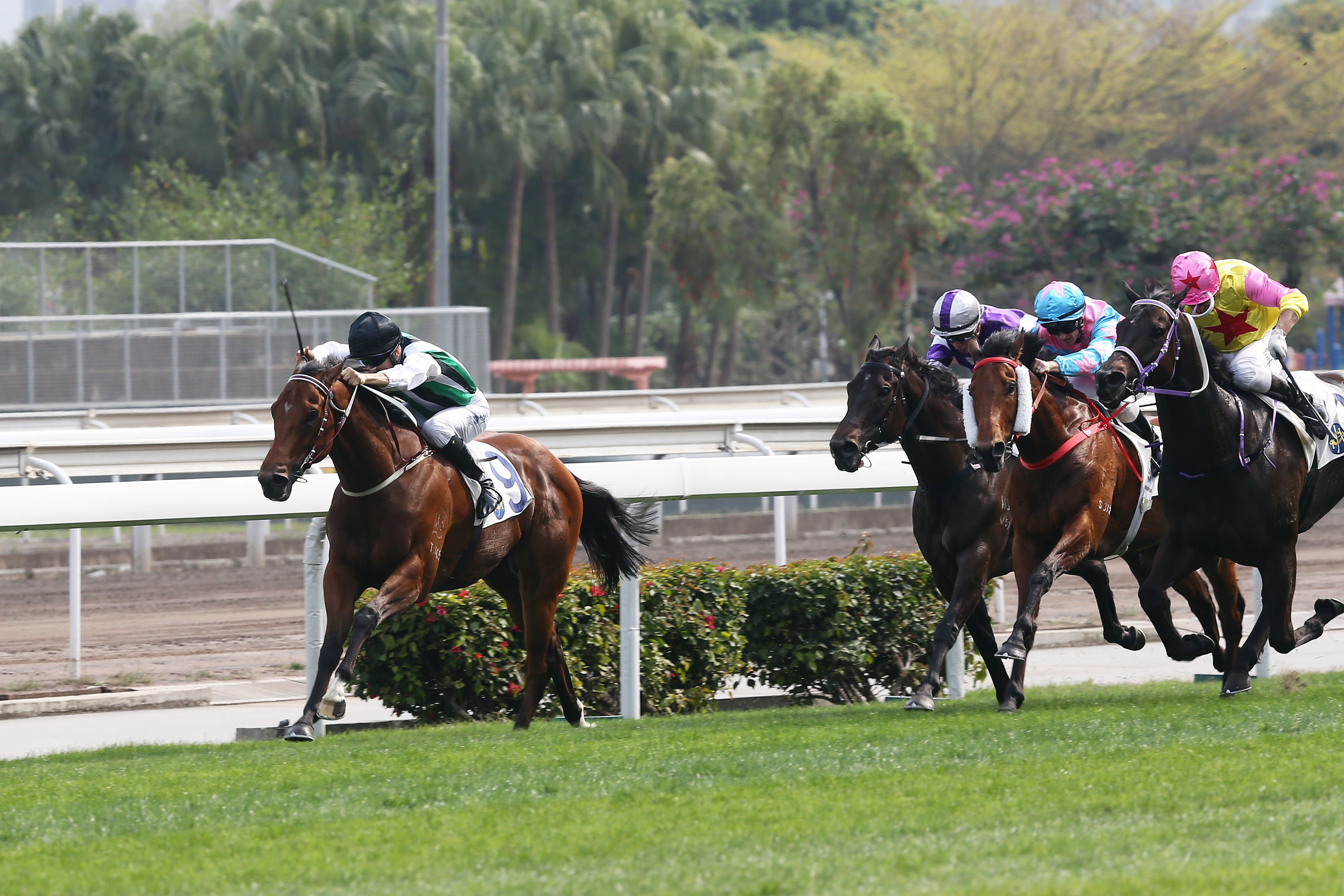People's Knight (front) wins at the course and distance with Joao Moreira aboard.