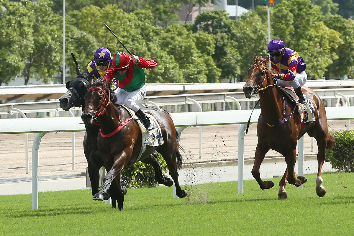 King Opie (in green/red) opens his Hong Kong account last start.
