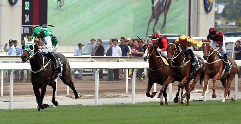 Pakistan Star pulls off a sensational win in the Audemars Piguet QEII Cup at Sha Tin today.