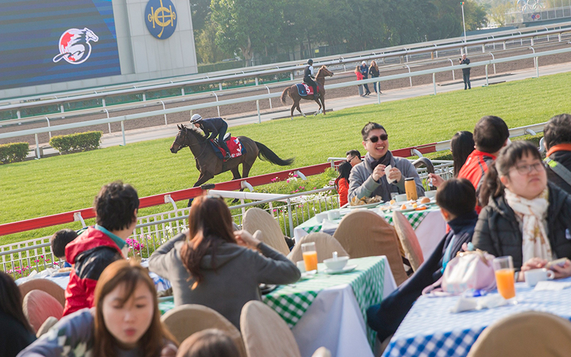 The event is a great opportunity for family gatherings, enabling participants to spend an enjoyable morning in the green space of Sha Tin Racecourse, with a buffet breakfast.