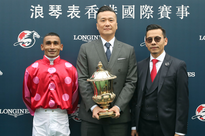 Happy connections share their moment with media for the success of Mr Stunning in the LONGINES Hong Kong Sprint.