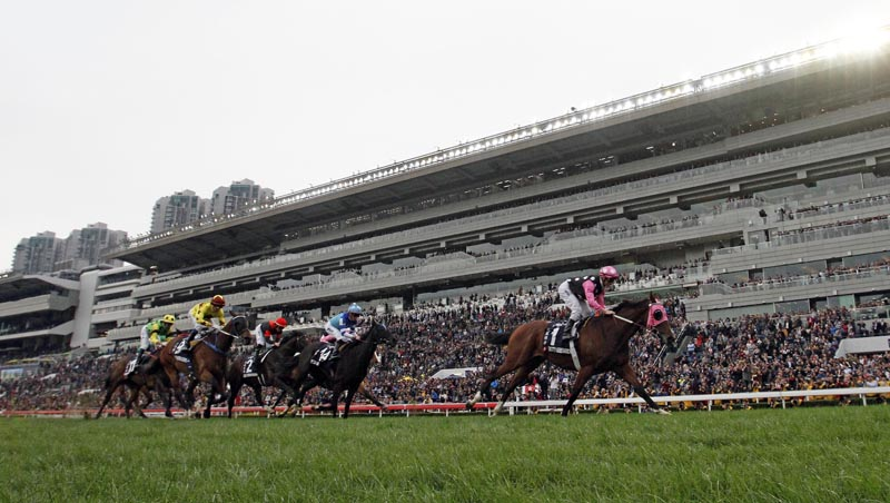 Beauty Generation (No.1) with Zac Purton in the saddle claims the LONGINES Hong Kong Mile.