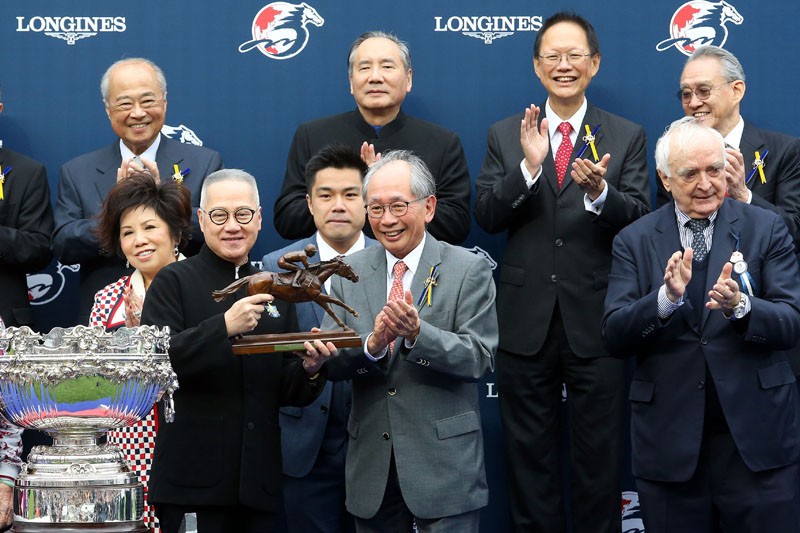Mr Lester Kwok, Deputy Chairman of HKJC presents the LONGINES Hong Kong Mile trophy to Mr Patrick Kwok, owner of Beauty Generation and bronze horse and jockey statuettes to Mr Simon Kwok, owner representative of Beauty Generation, trainer John Moore and jockey Zac Purton.