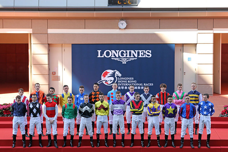 After Race 2, officiating guests, senior officials of the Club and all jockeys participating in the four Group 1 races greet racing fans in the Parade Ring to raise the curtain on this year's International Races.