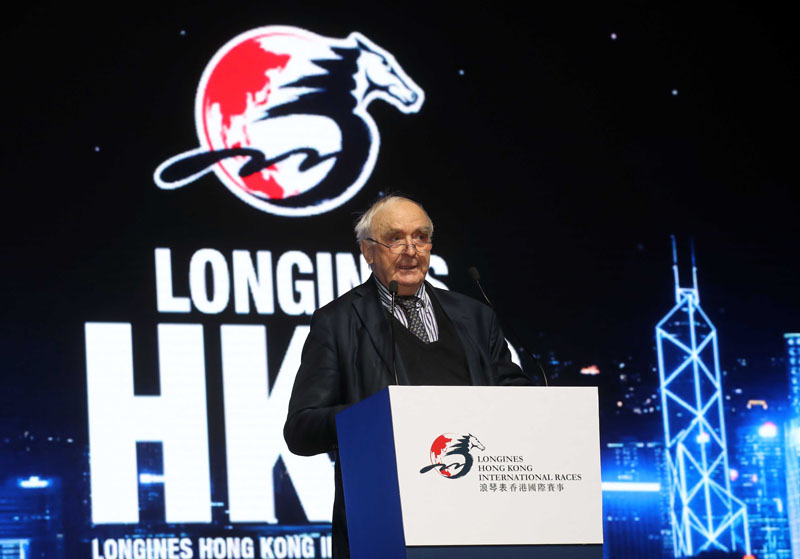 Mr. Walter von Känel, President of LONGINES, addresses the Gala Dinner.