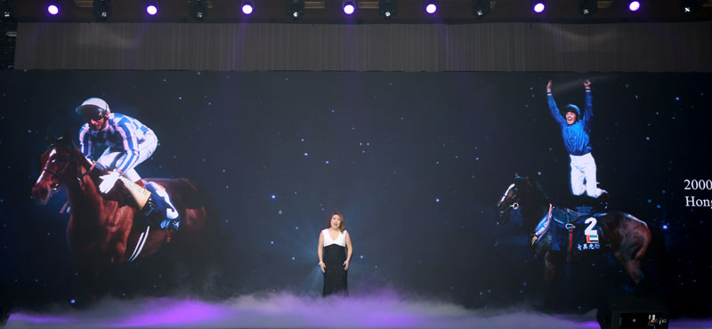 HKJC Music & Dance Fund Scholar Ms. Yuki Ip performs on stage.
