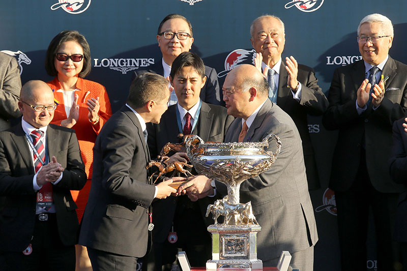 The Honourable Geoffrey Ma Tao-li, The Chief Justice of the Court of Final Appeal of the Hong Kong Special Administrative Region and a Voting Member of the Club, presents the LONGINES Hong Kong Cup trophy to Winning Owner of Win Bright, and a bronze horse and jockey statuette to the Owner Win Co Ltd, Trainer Yoshihiro Hatakeyama and Jockey Masami Matsuoka respectively.