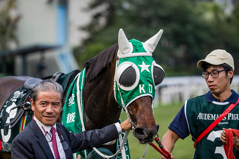 Tony Cruz with Pakistan Star after his QEII Cup success.