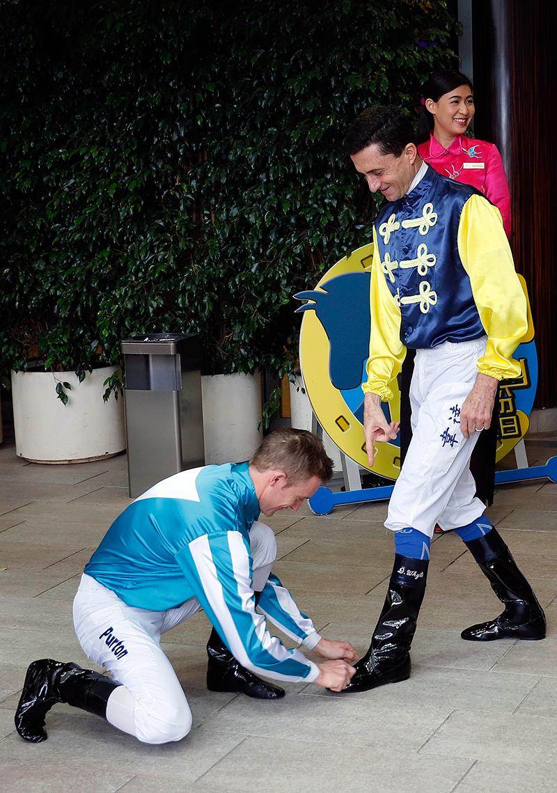 一眾騎師齊賀韋達掛靴。