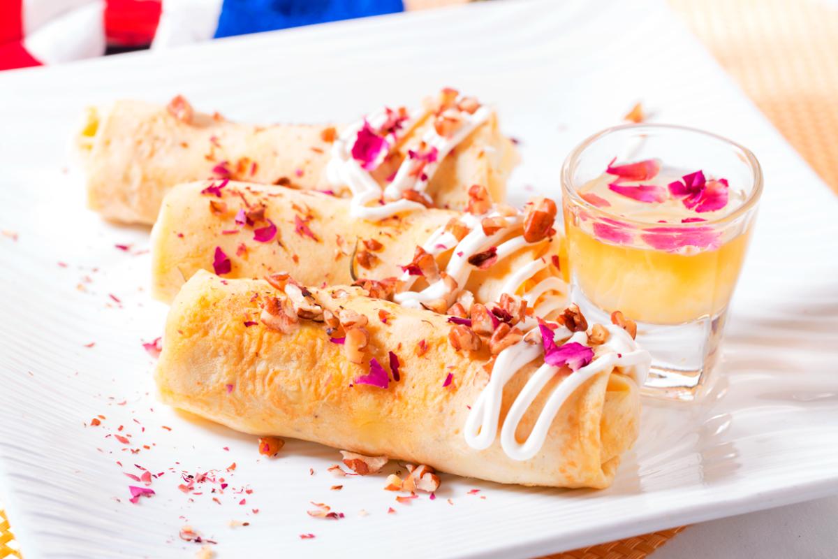 諾曼地法式薄餅卷,玫瑰、 合桃、蜜糖汁