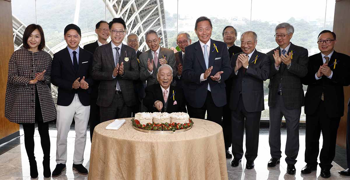 Mr Hui Sai Fun cuts a commemorative cake to celebrate becoming the first local Owner to achieve 100 wins in Hong Kong.