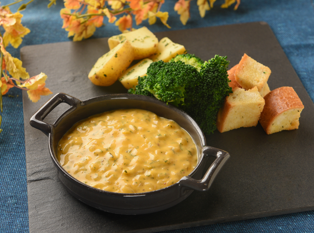French Bread, New Potatoes and Broccoli with White Wine Cheese Dip (HK$55)