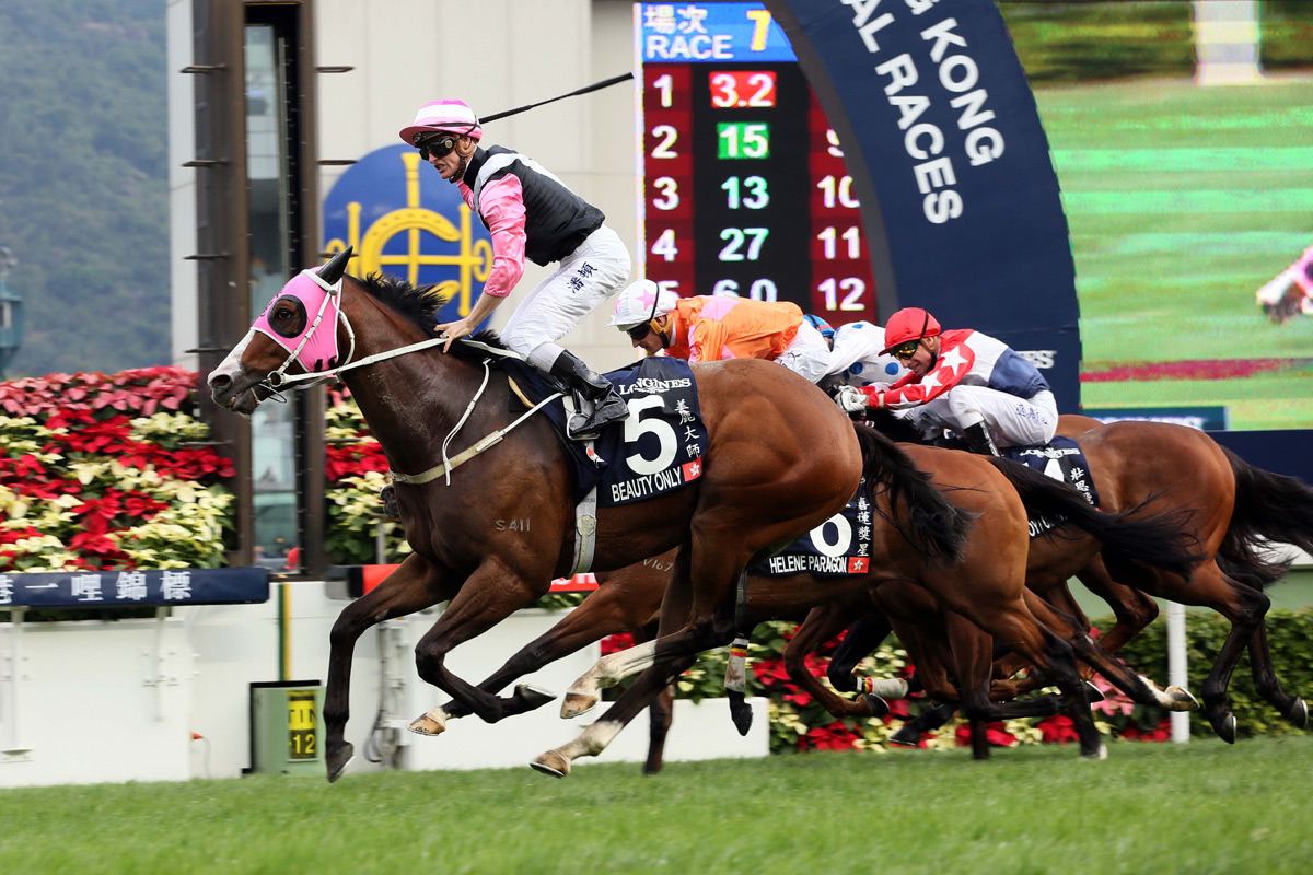 Beauty Only wins the 2016 LONGINES Hong Kong Mile.