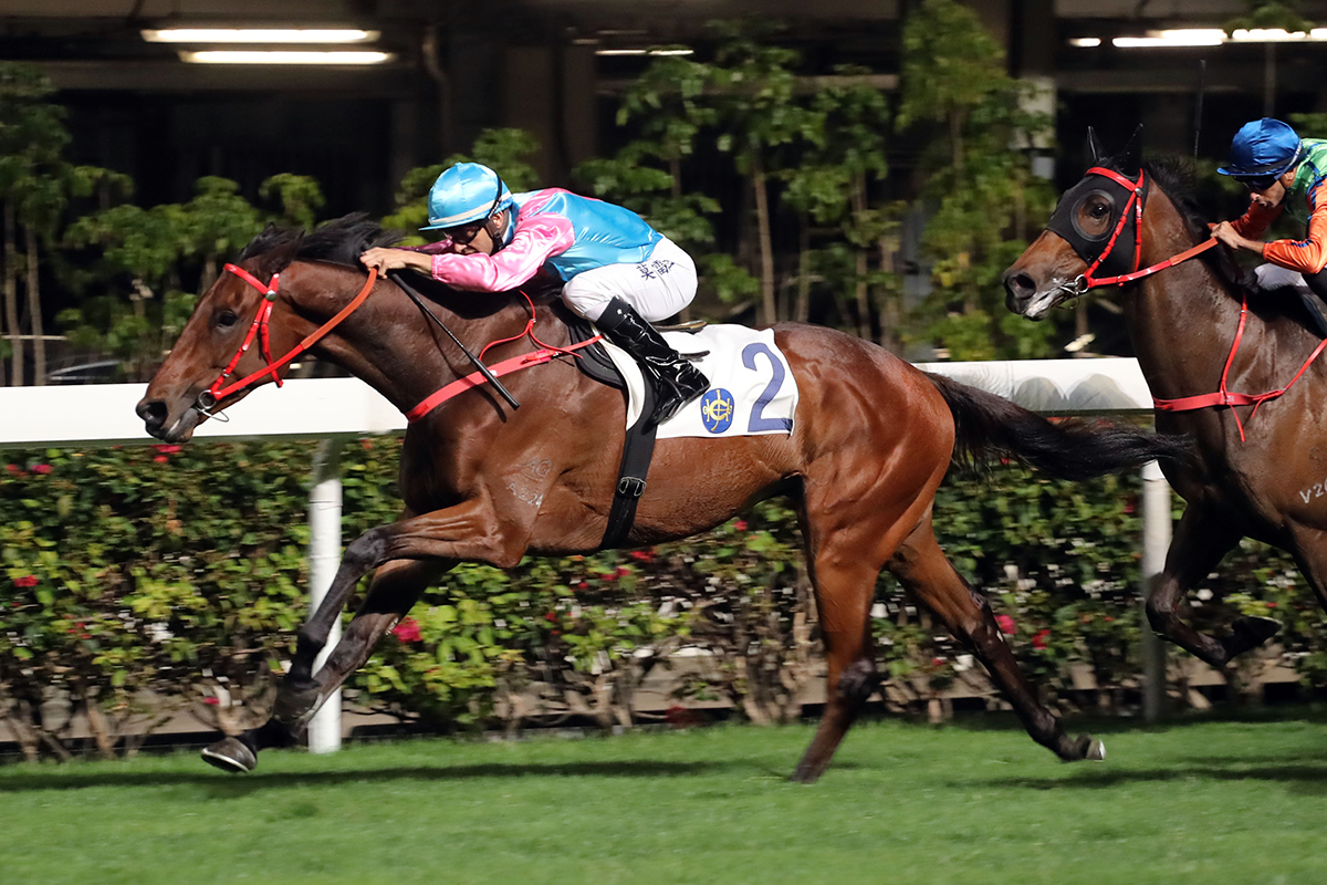 Silvestre de Sousa feels Har Har Heart is drawn to go close in Race 5.