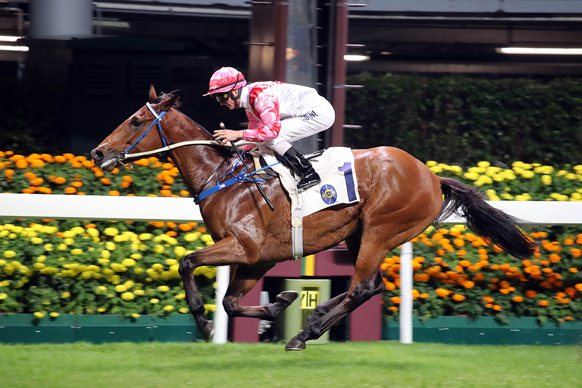 Zac Purton guides Fearless Fire to victory at Happy Valley.