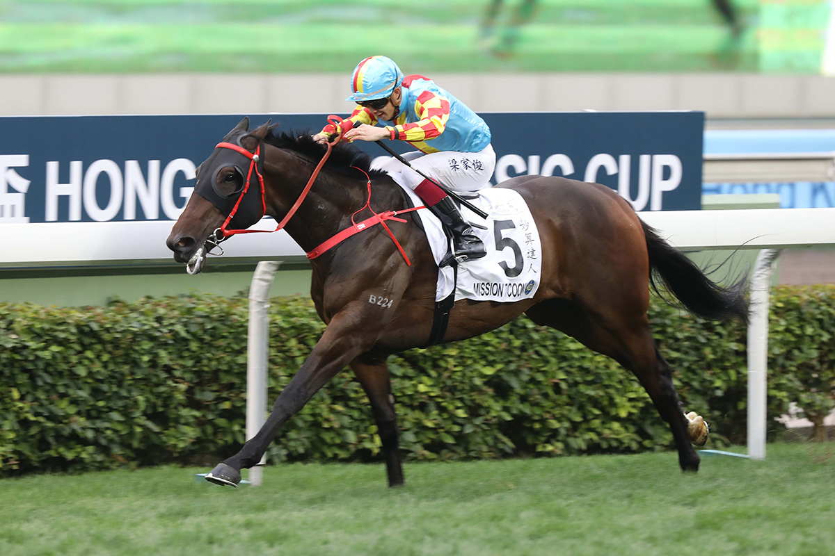 c1fdfb1efa2b0 Mission Tycoon and Derek Leung slip the field in the Hong Kong Classic Cup.