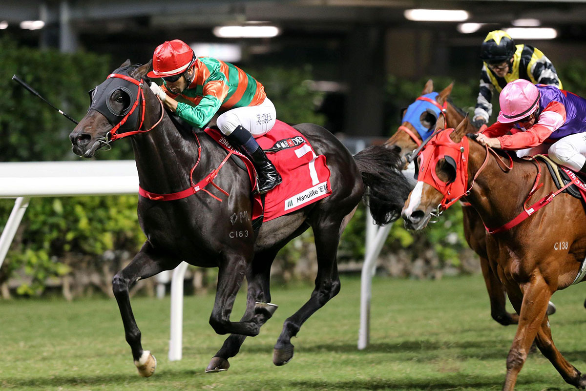 Heavenly Thought holds off the fast-finishing Reel Bizzy.