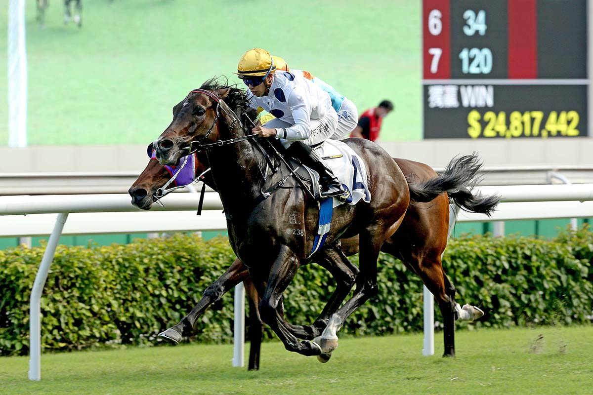 Golden Sixty wins the G2 Oriental Watch Sha Tin Trophy Handicap.